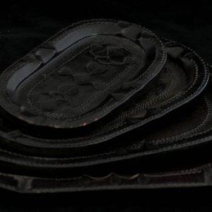 Set platouri mici imbracate in piele